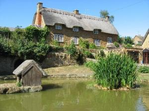Duck Pond & Cottage, Wroxton, England