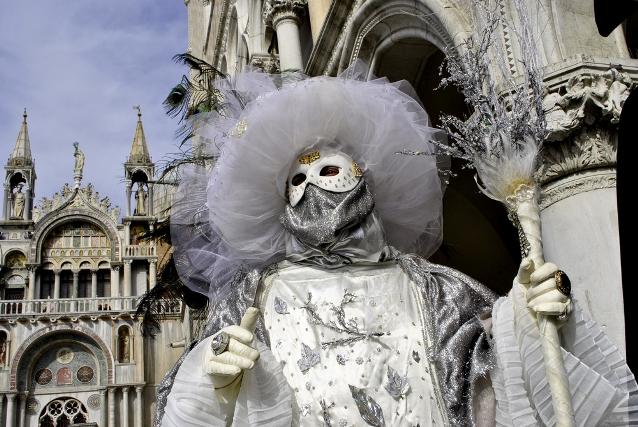 venice-carnival-history-masks-auto-europe